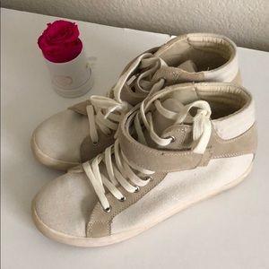 Shoes size 8.5